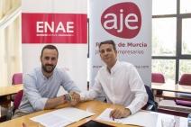 firma del acuerdo de colaboración entre ENAE y AJE