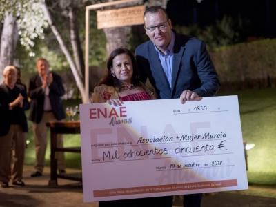 Entrega del cheque a la asociación + más mujer murcia