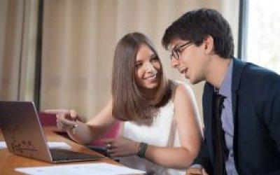 ElMáster en Dirección Comercial y Marketingde ENAE Business School te aporta las claves para el desarrollo de actividades y la toma de decisiones de forma inteligente, obteniendo el máximo beneficio del mercado a través de tus aptitudes directivas y empresariales, focalizando la estrategia comercial y de marketing en la satisfacción de las necesidades del cliente.
